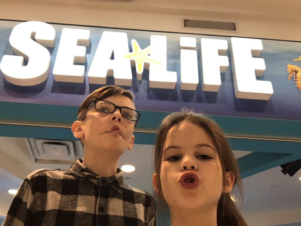 2 kids in front of Sea Life Aquarium at the Mall of America in Minneapolis
