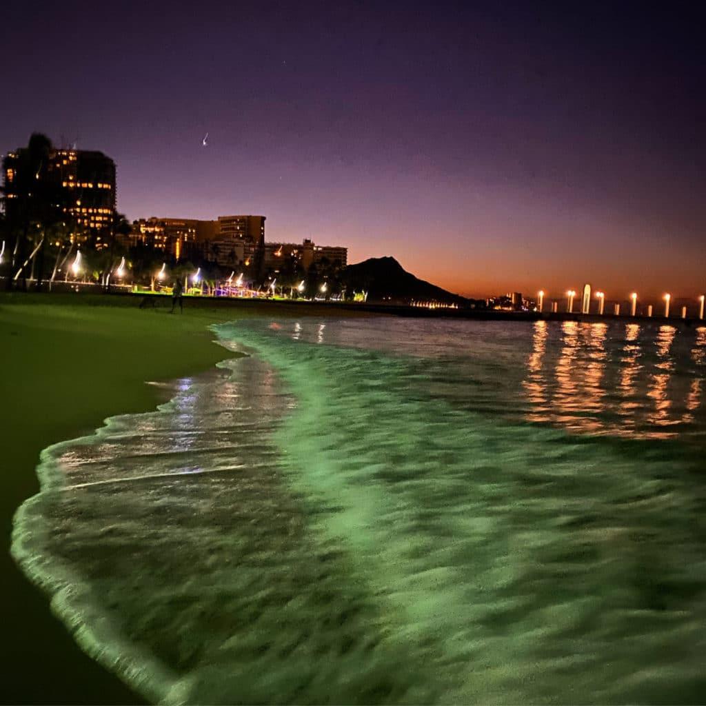 the sunrises over Diamond Head craters on Waikiki beach in Honolulu, Hawaii