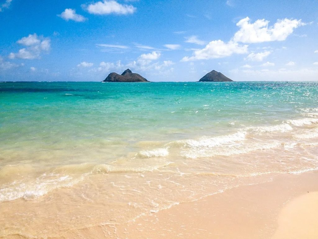 white sand, blue water and small islands off the coast of Lanikai Beach on Oahu, Hawaii