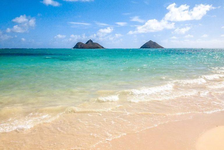 Blue water and small islands off the coast of Lanikai Beach on Oahu Hawaii